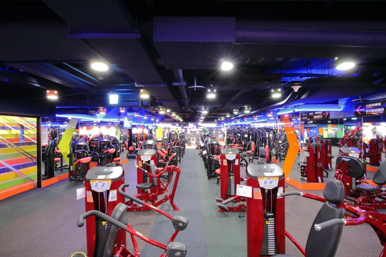 World Gym台北長春店重量訓練器材